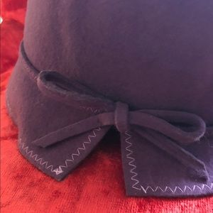 Accessories - 100% Italian wool bucket hat, purple flapper style